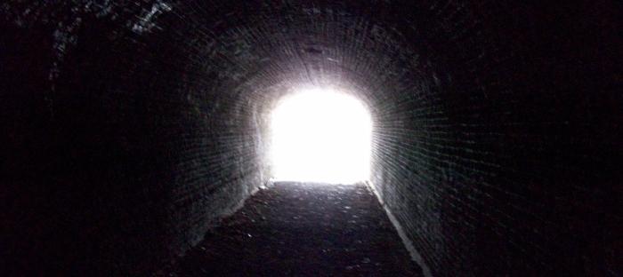 Is er licht aan het einde van de tunnel?   #artiest#dance